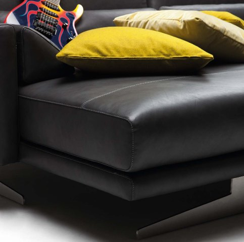 луксозен италиански модулен диван модел Mykonos от фабрика Nicoline
