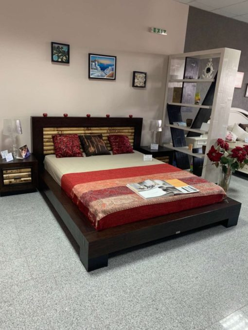 налична спалня в комплект с нощни шкафчета